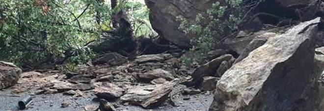 Maltempo, franano 600 metri cubi di roccia: frazione del varesotto isolata