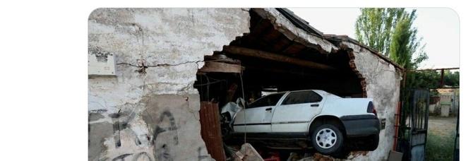 Spagna, ubriaco al volante sfonda il muro ed entra con l'auto in una casa