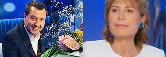Matteo Salvini porta i fiori a Lilli Gruber, la foto: «Promessa mantenuta»