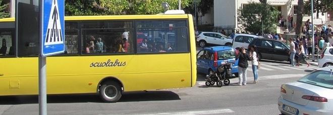 Treviso, bambino di 6 anni dimenticato sul bus. Lui prende il martello, rompe il vetro e si fa soccorrere