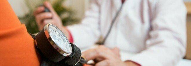 Giambellino, proteste choc dei nonni: «Siamo senza medico». Domenica sit in