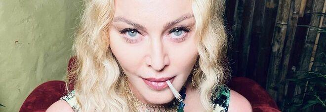 Madonna compie 62 anni e festeggia in Giamaica tra cocktail e marijuana ma senza mascherine