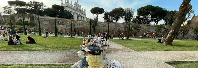 Giardini di via Sannio, restyling con rifiuti