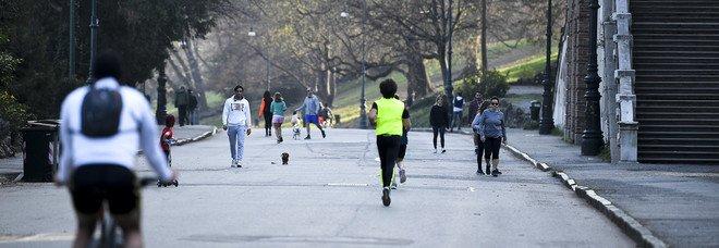 Coronavirus, nuova stretta in arrivo: soldati in strada, limitazioni allo sport all'aperto, misure per i supermercati