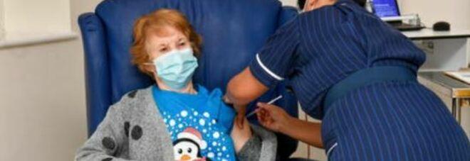Chi è Margaret Keenan, la 90enne prima vaccinata in Occidente