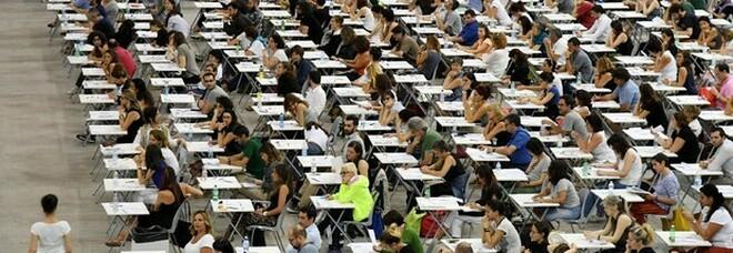 Scuola, via ai concorsi sprint: subito il bando per 3 mila prof di matematica, fisica e scienze