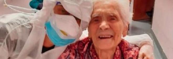 Nonna Ada, 104 anni, ha sconfitto il coronavirus. «È tornata a leggere e a recitare il rosario»