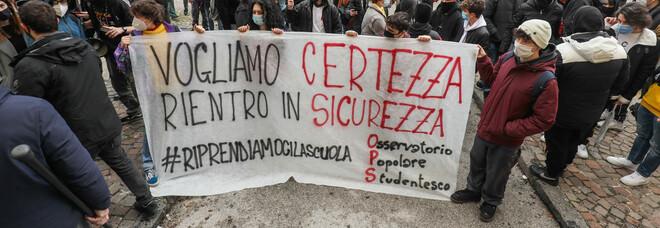 Scuola, dilagano le proteste degli studenti contro il rientro: verso lo sciopero nazionale lunedì 18