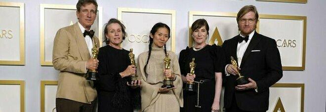 """Oscar 2021, trionfa """"Nomadland"""" di Chloé Zhao. Anthony Hopkins miglior attore. Italia fuori: delusione Laura Pausini TUTTE LE STATUETTE"""