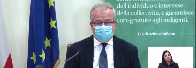 AstraZeneca in Italia raccomandato per gli over 60. Locatelli: «Plausibili legami con trombosi. Non è funerale del vaccino» VIDEO
