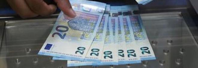 Salerno, rubano dai conti correnti dei clienti morti: nei guai ex direttore di banca e dipendente
