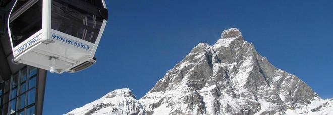 Covid, le Regioni alpine al Governo: «Riaprire le piste da sci a Natale o sarà crisi». L'appello di Alberto Tomba