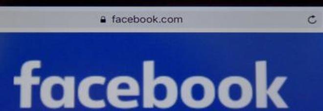 Tutti possono spiarci su Facebook (anche chi non è nostro amico): ecco come