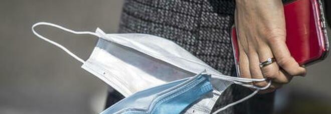 Studente non indossa la mascherina mentre gira un video in strada: ucciso dalla polizia