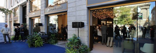 Milano: Caffetteria Lavazza, più lo mandi giù e più (il prezzo) si tira su