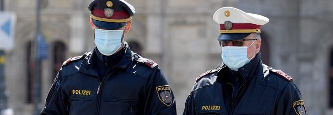 Peti contro la polizia, cittadino multato per 500 euro: «Ha liberato l'aria volontariamente»