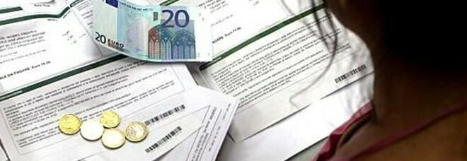 Aumento di bollette e carburanti: +250 euro per gli italiani. Federconsumatori: «E' fondamentale che il Governo intervenga»