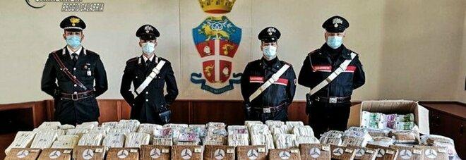 Sorpresa al posto di blocco: avevano 17 chili di cocaina in auto e 5 milioni di euro sotterrati in giardino