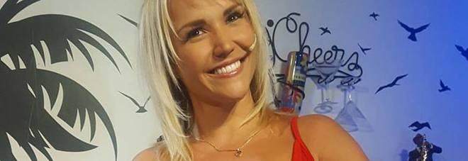 Conduttrice di miami tv dà scandalo, in onda in nude look