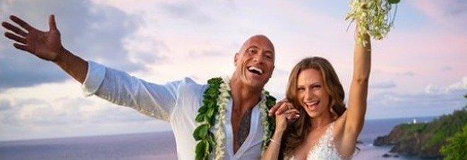 """Dwayne Johnson si è sposato: alle Hawaii le nozze a sorpresa di """"The Rock"""""""