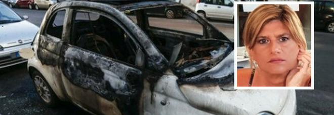 Federica Angeli incontra la ragazza-coraggio a cui hanno bruciato l'auto: «Era senza parole, aiutiamola a ricomprarla»