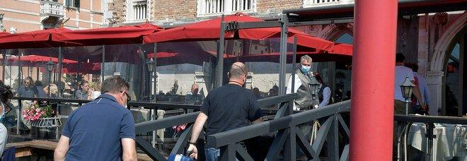 Venezia choc, morto un turista di 22 anni: è precipitato dal quinto piano di un hotel di lusso