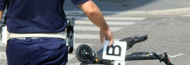 Cade e batte la testa in monopattino: 290 incidenti dal primo giugno