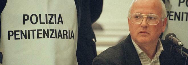 Raffaele Cutolo, morto in carcere il boss della camorra: aveva 79 anni