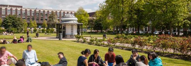 L'Inghilterra e la lotta al Covid: per gli studenti universitari non è richiesto il passaporto vaccinale