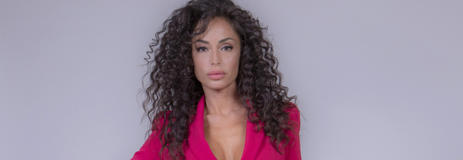 GFVip, ingresso sexy per Raffaella Fico che lancia una frecciatina all'ex Balotelli: «Vorrei fosse più presente per Pia»