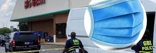 «Indossi la mascherina o esca»: cliente del supermercato spara e uccide la cassiera, altre due persone ferite