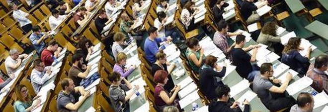 Le Università ripartono a settembre con didattica alternata, Manfredi: «No al plexiglaass, pronti anche tagli alle tasse»