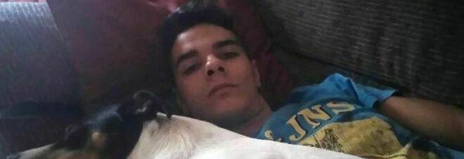 Cannibale condannato a 15 anni di carcere: ha ucciso la madre e mangiato il corpo conservato in freezer