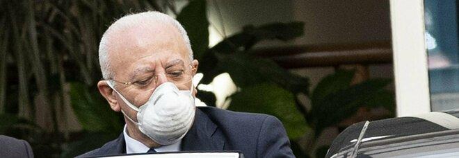 Campania, De Luca si adegua: AstraZeneca e Johnson solo a chi ha più di 60 anni