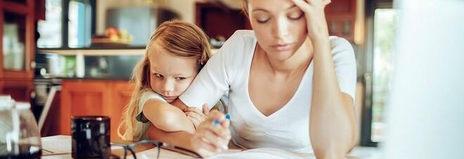 Le mamme hanno stipendi più bassi di 5.700 euro all'anno rispetto alle colleghe senza figli