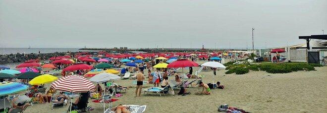 Zona bianca nel Lazio, tutti al mare di Roma: assalto da Ostia a Fiumicino anche senza il sole