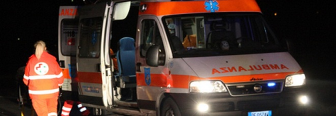 Auto si ribalta: muore una ragazza di 16 anni. Feriti altri tre giovani