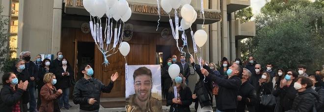 Luca Sacchi, il ricordo ad un anno dall'omicidio. La famiglia:«La sua colpa? Avere amato»