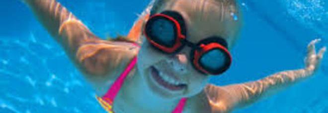 Occhi arrossati dopo il bagno in piscina la colpa non del cloro sanit - Prurito dopo bagno in piscina ...