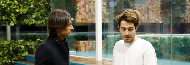 Francesco Oppini a sorpresa nella casa del Grande Fratello per consolare Tommaso. Il labiale colto dalle telecamere