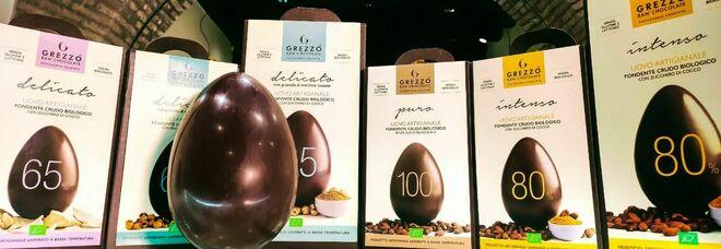 A qualcuno piace... crudo. L'uovo crudista fa boom: ecco la novità della Pasqua 2021