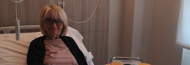 Luciana Littizzetto in ospedale, la foto su Instagram: «Sono ancora qua». Ma con il sorriso