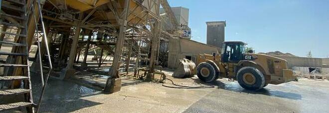 Ragazzo di 24 anni muore sul lavoro: è precipitato dalla scala di un silos durante la pulizia