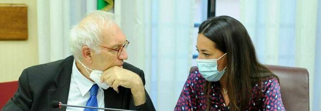 Scuola, i presidi chiedono l'obbligo del vaccino per i prof. Ronzulli consegna al ministro Bianchi il ddl