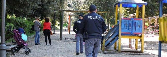 Tenta di rapire una bambina al parco per violentarla: 40enne bloccato dai passanti