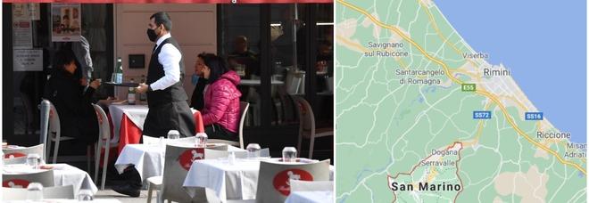 San Marino fa di testa sua: bar e ristoranti aperti dopo le 18. «Qui non serve chiudere». Rimini protesta: «Concorrenza sleale»