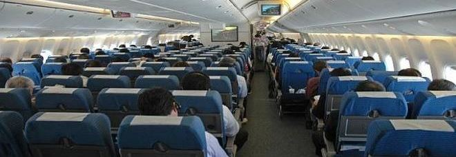 Prendete spesso l 39 aereo ecco una brutta notizia per la - Si puo portare l ombrello in aereo ...