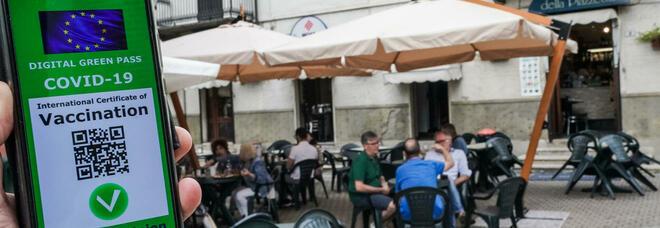 Colori delle Regioni, è scontro sui nuovi parametri. Green pass per bar, ristoranti e trasporti: tutte le novità