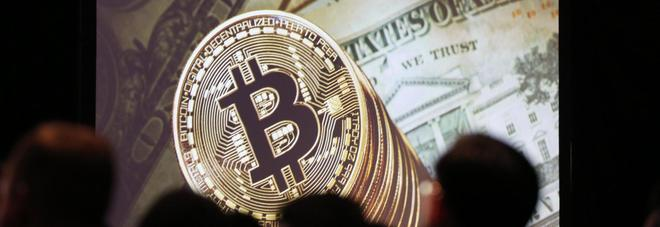 """Bitcoin, la corsa non si ferma: nuovo record a 15mila dollari. """"+50% in un mese"""""""
