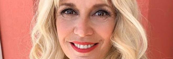 Maria Teresa Ruta scoppia a piangere a Pomeriggio 5, Barbara D'Urso interrompe il talk: «Che succede?»